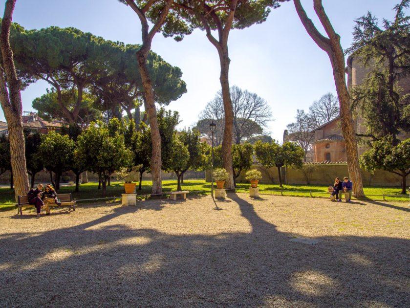 апельсиновый сад в феврале в Риме