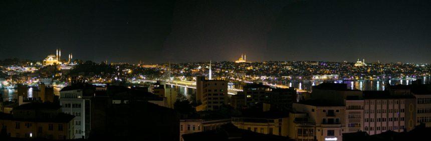 Вид на Стамбул почти как с Галатской башни