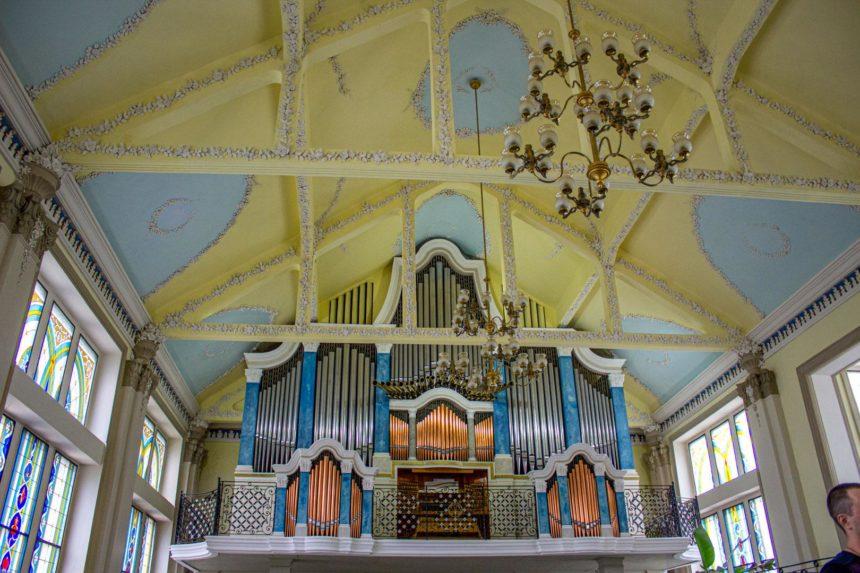 Потолок в органном зале
