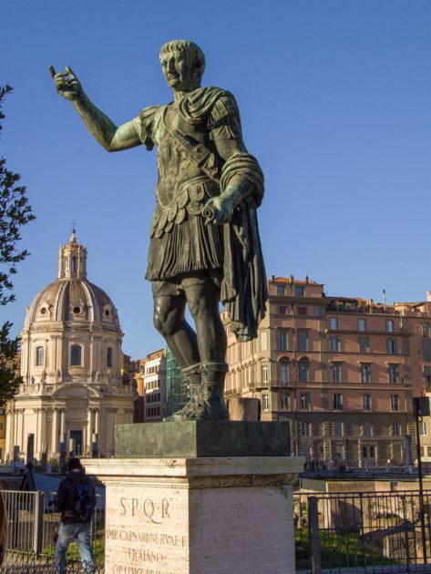 Памятник Траяну в Риме