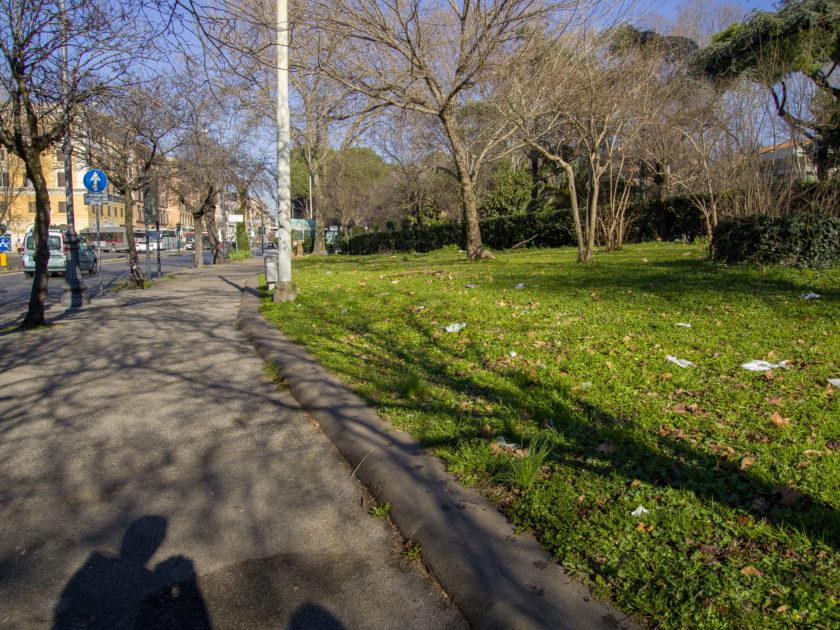 мусор в парке в Риме
