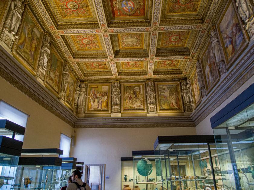 потолок украшенный фресками Федерико Бароччи и Федерико и Тадео Зукари