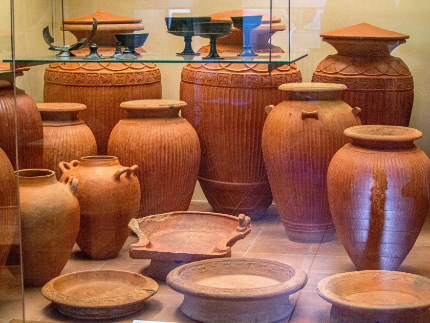 амфоры в этрусском музее