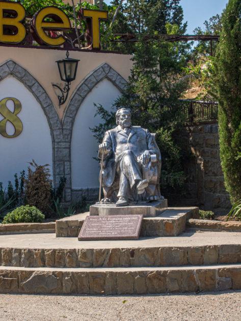 памятник Льву Голицыну в Новом Свете